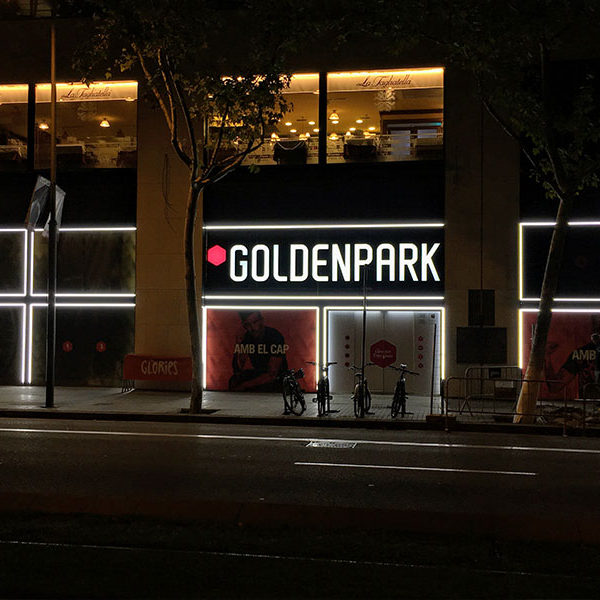 Instalación Rótulo luminoso Golden Park en Glorias