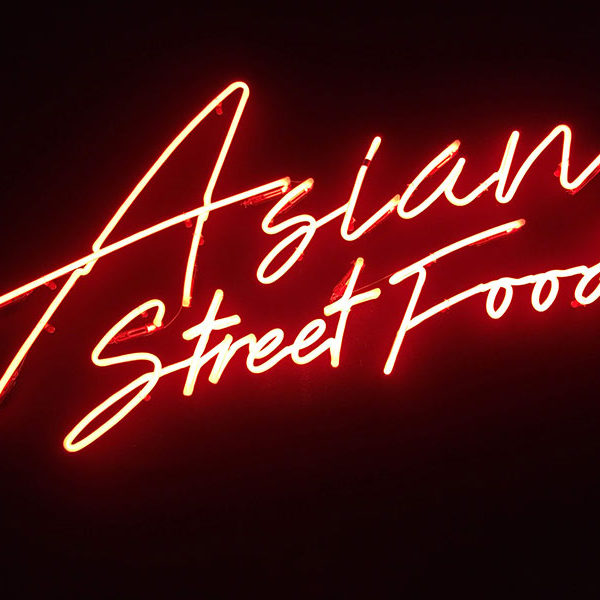 Rótulos de neón Asians Street Food en Barcelona