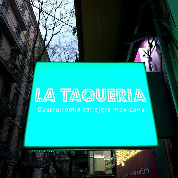 Bandera luminosa exterior La Taqueria en Barcelona