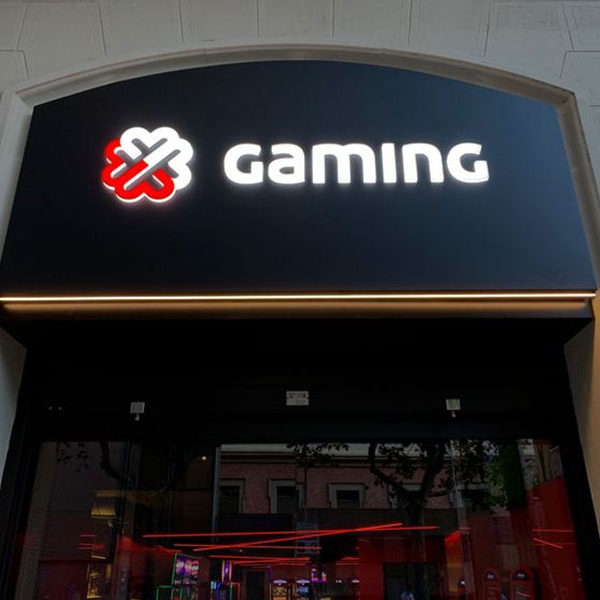 Rótulo luminoso con letras en relieve Gaming