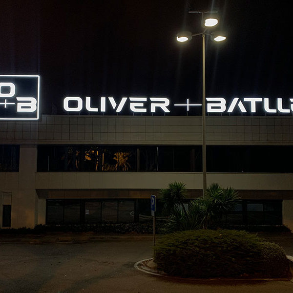 Rótulos exteriores nave en Badalona Oliver Batlle